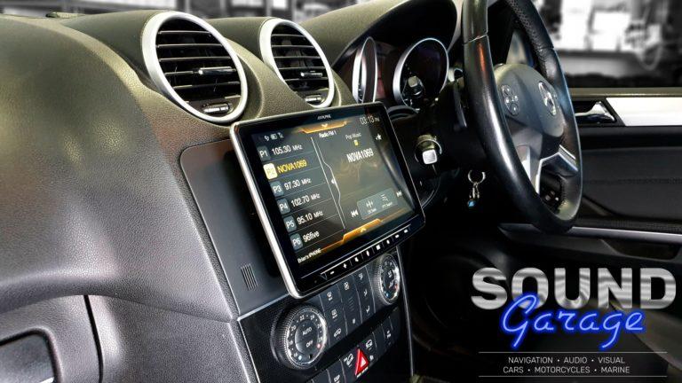2010 Mercedes Benz ML - Alpine Halo9 iLX-F309E